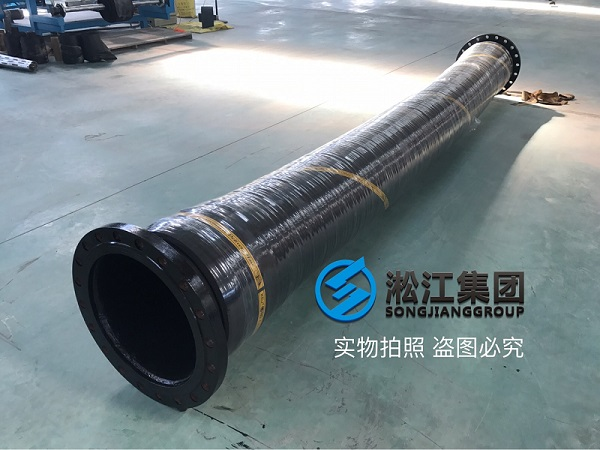 Rubber hose joints for pumping in Yangtze River are sent to Fengdu County Cement Plant in Chongqing