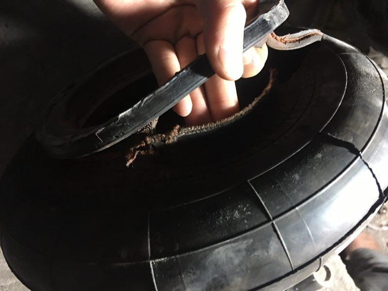 The air spring purchased by the customer broke after several days of installation and use.